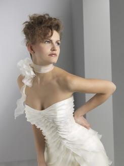 ...на изделии кружево может отличаться от...  Свадебные платья Te002.